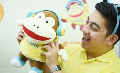 A Filipino online English teacher from 51Talk interacts with a Chinese student using the platform's mascot named Max. (PRNewsfoto/51Talk)