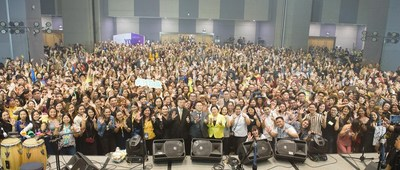 51Talk's annual teachers' day celebration draws in thousands of their home-based English teachers. At the center are 51Talk Co-Founder and COO Liming Zhang, Founder and CEO Jack Huang, and Country Head Jennifer Que. (PRNewsfoto/51Talk)