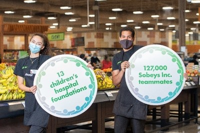 """Sobeys Inc. teammates proudly show their support for the newly launched """"A Family of Support"""" Child and Youth Mental Health Initiative at Sobeys Queensway in Toronto, ON. (CNW Group/Sobeys Inc.)"""